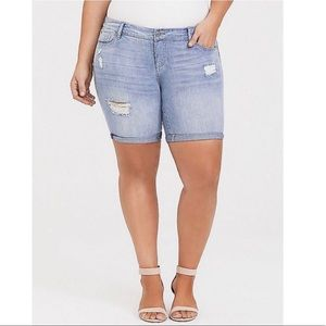 NWT Torrid Distressed Jean Shorts Size 12